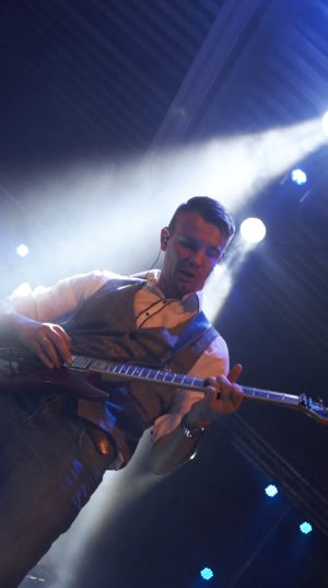 Tim Laan - phoenixcoverband.nl
